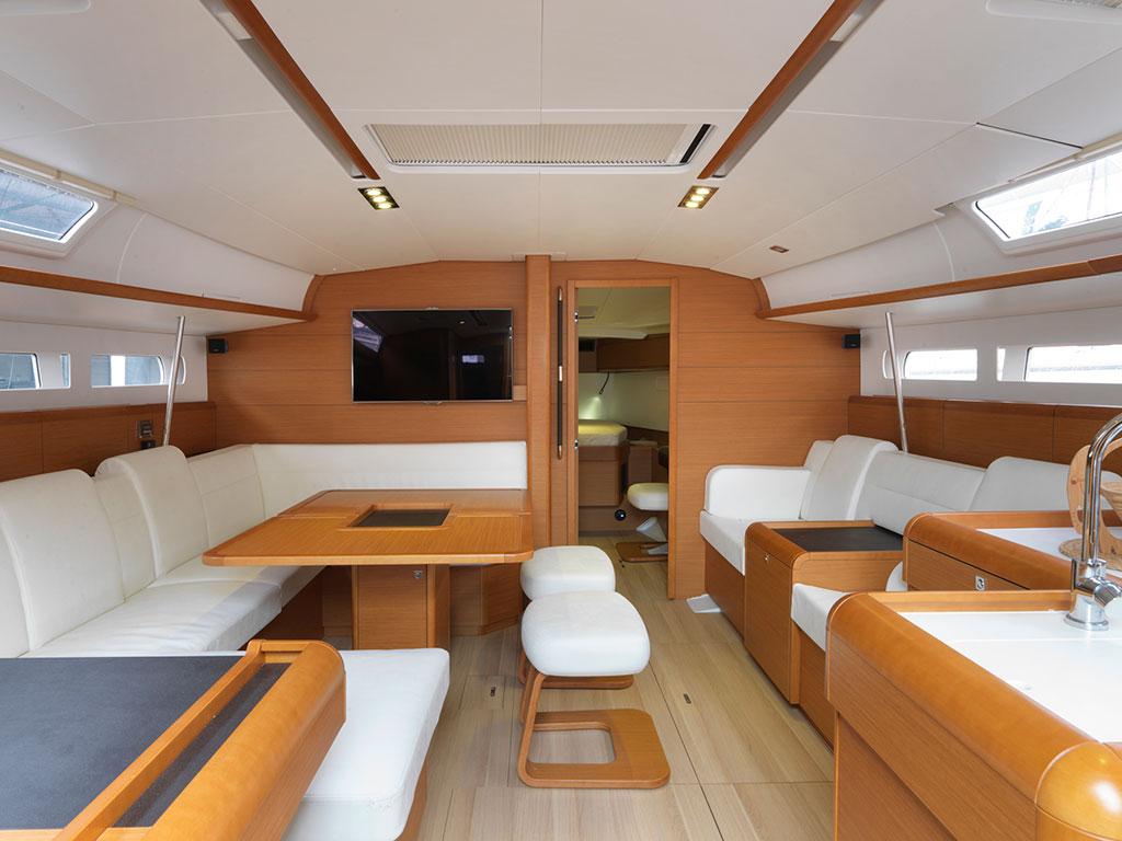 Realizzazione di allestimenti personalizzati per yacht e for Arredo barche